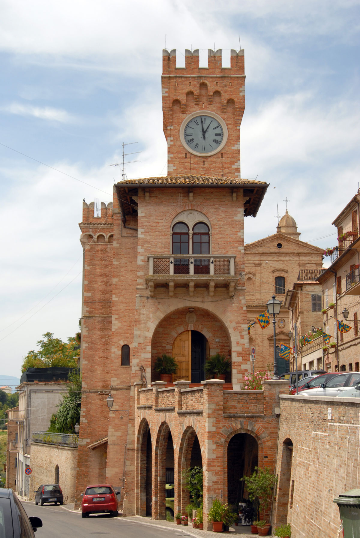 Grottazzolina, antico borgo piceno e Castello del fermano