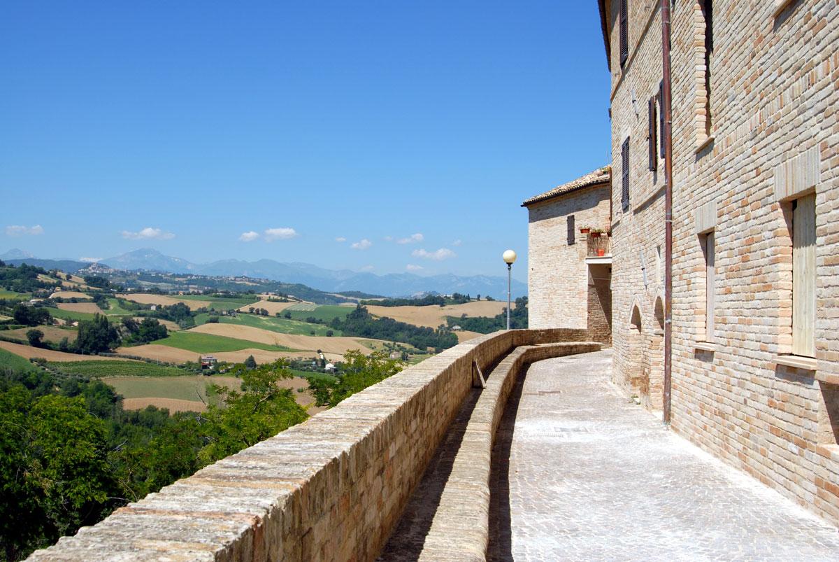 Monsampietro Morico, castelli della Marca Fermana