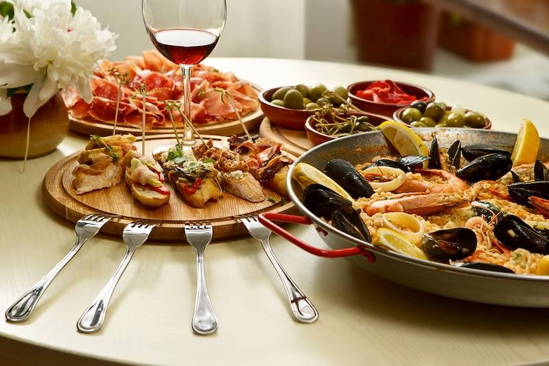 Barriga llena corazón contento proverbio spagnolo Buon Appetito