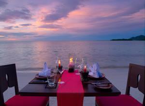 Cena sulla spiaggia di Samui