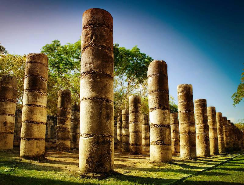 Columns in the0 Temple of a Thousand Warriors Messico
