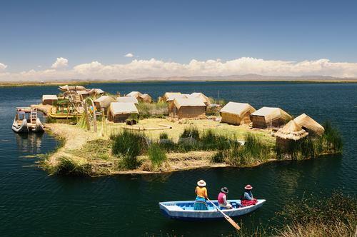 Floating islands of the Uros Lake Titicaca tra Bolivia e Perù 3856 m