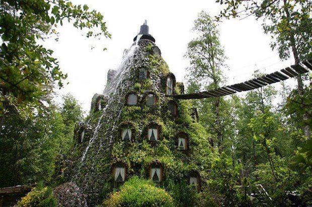 Hotel ecologico nella riserva Huilo Huilo Cile