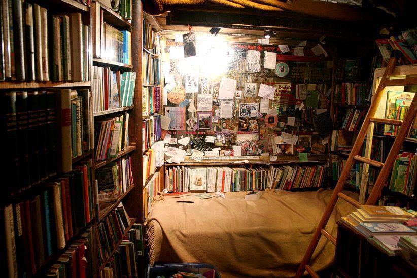 Il 3 piano della libreria Shakespeare end Company Rive gauche Parigi