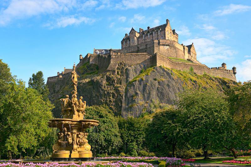 Il castello di Edimburgo fa da magica ambientazione all'ultima avventura di Harry Potter