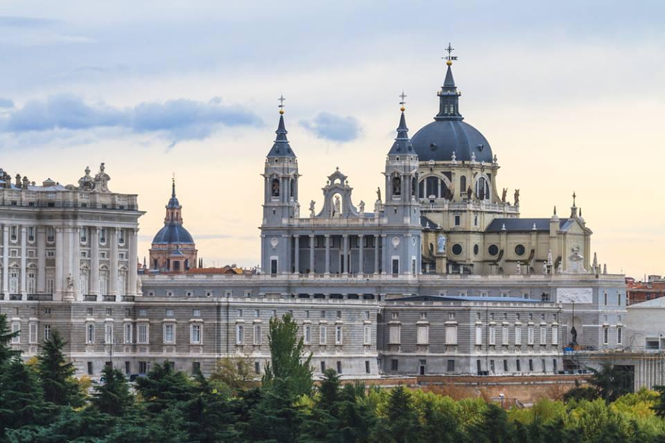 In visita alla Almudena Cathedral Madrid