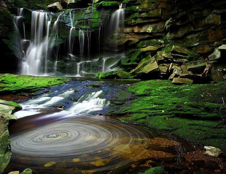 Le spirali nellacqua delle Elakala Waterfall West Virginia U
