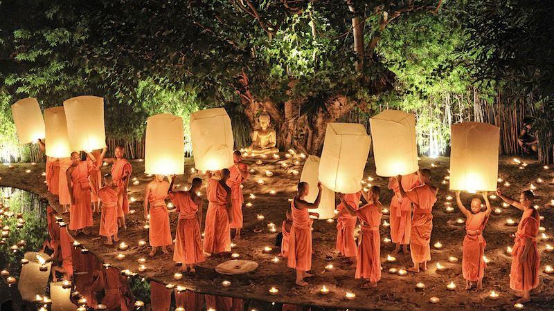 Loi Krathong festival delle luci in Thailandia