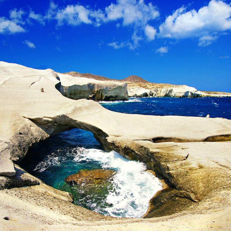 Milos rock cave Grecia