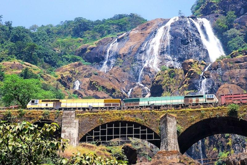 Oggi partiamo per lIndia Dudhsagar Waterfall Goa India