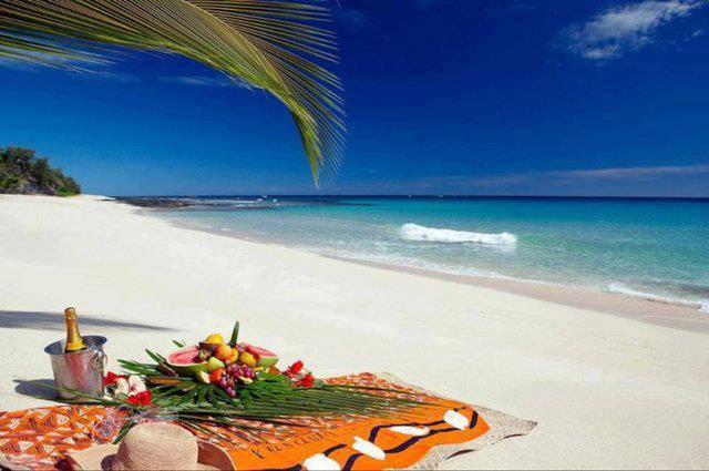 Pic nic sulla8 spiaggia Hawaiana per pranzo va bene