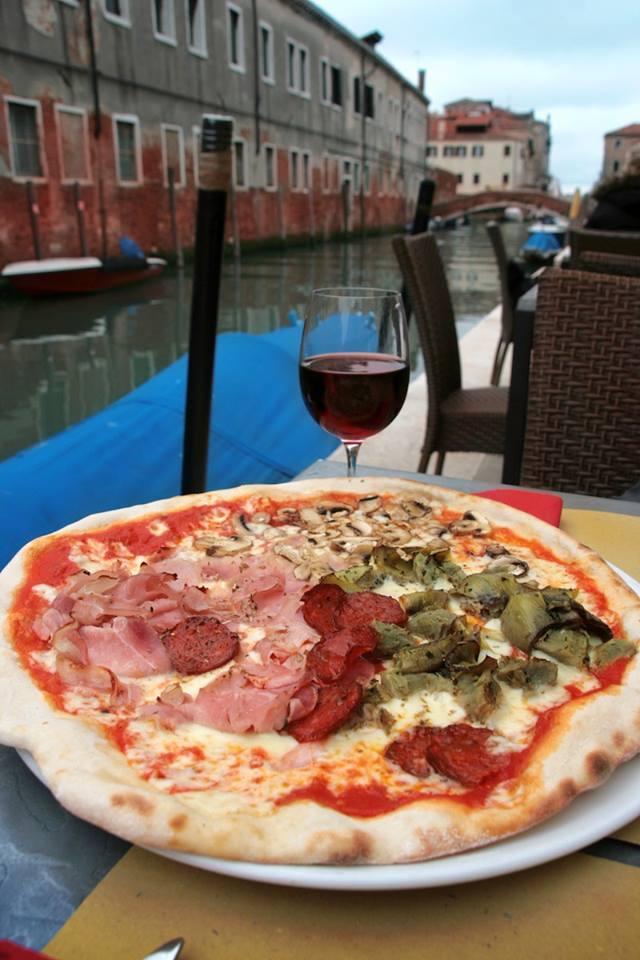 Pizza sul Canale per pranzo Venezia