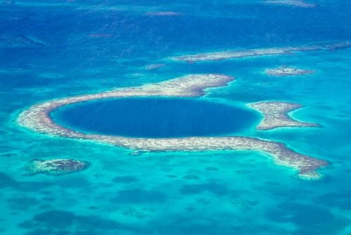 blue hole of the coast of Belize