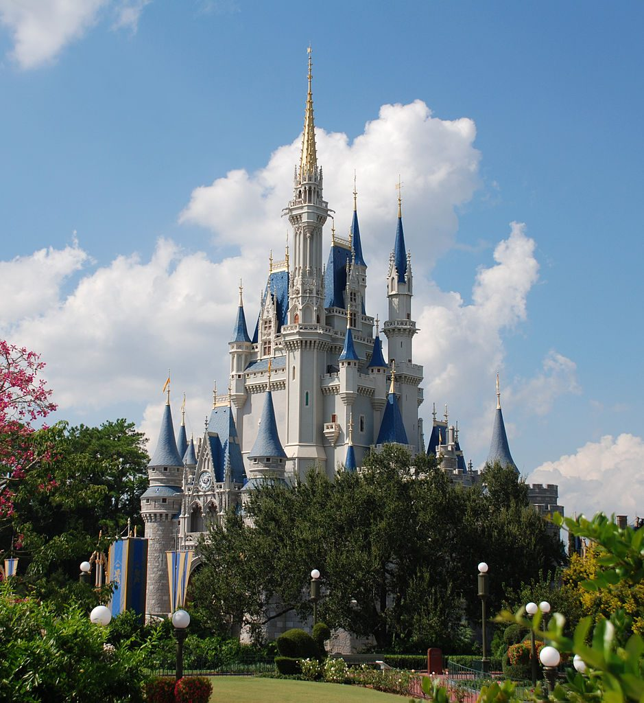 939px Cinderella_castle_day