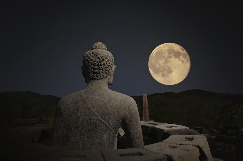 Borobudur night luna