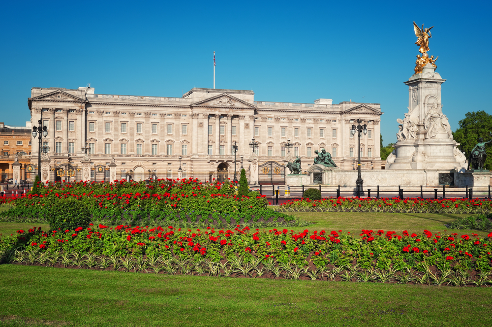 Buckingham Palace and Victoria Memorial at spring time