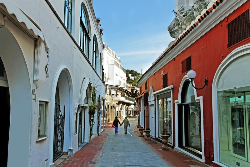 Couple on the Capri street