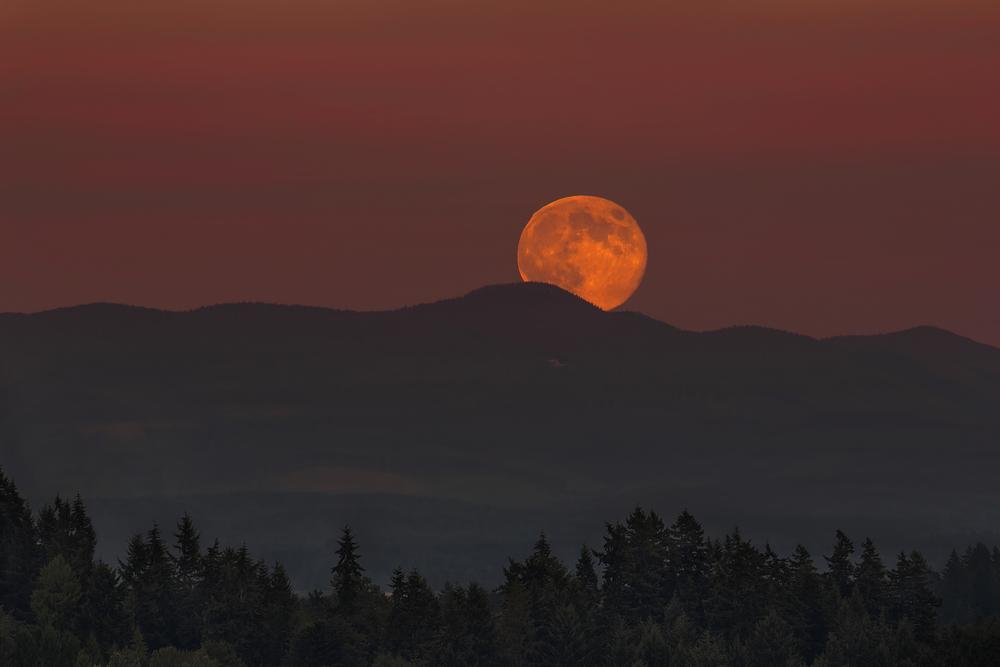 Full Moon Moonrise Over Oregon Mountain Range Landscape at Dusk