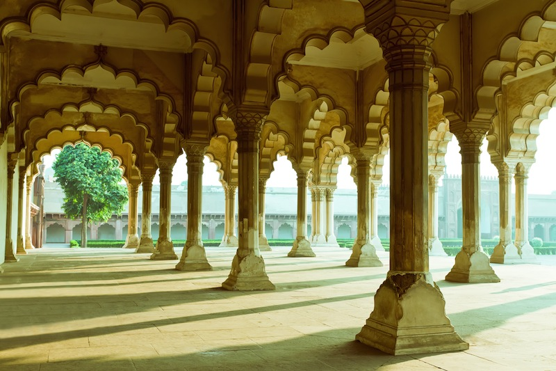 Gallery of pillars at Agra Fort