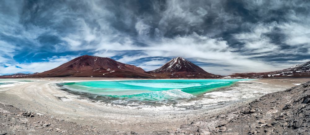 Green Lagoon Laguna Verde is a highly concentrated salt lake located in the Eduardo Avaroa Andean Fauna National Park at the foot of the Licancabur volcano Sur Lipez Pr
