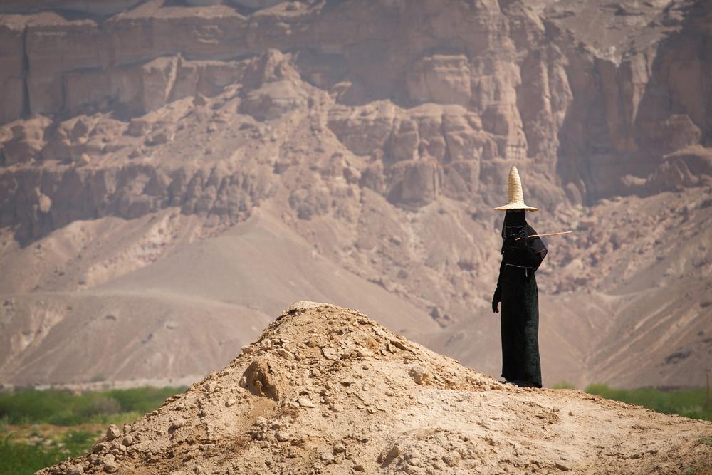 HADRAMAUT YEMEN MAY 10 An unidentified woman shepherd in the province of Hadramautn Yemen May 10 2010