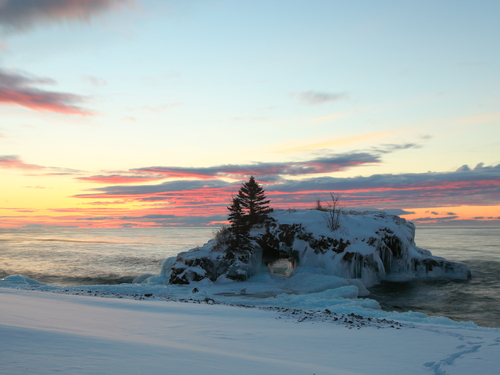 Hollow Rock at sunrise on the Lake Superior north shore in Minnesota2