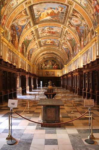 La biblioteca reale dentro El Escorial il palazzo reale spagnolo appena fuori Madrid