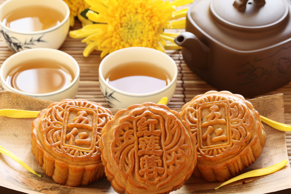 Mooncake and teaChinese mid autumn festival food