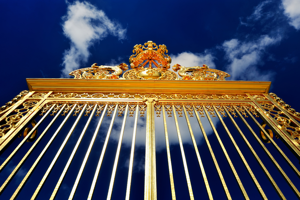 The golden gate to the Palace of Versailles