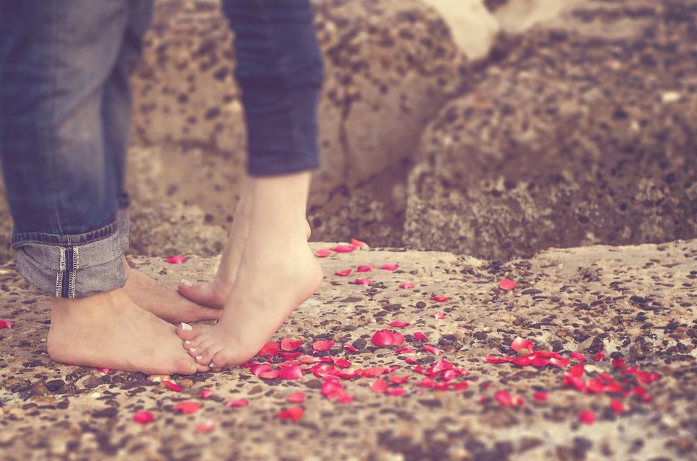 amore piedi nudi
