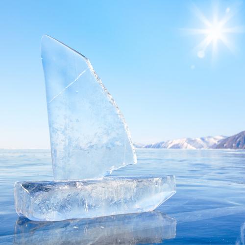 barca ghiaccio siberia