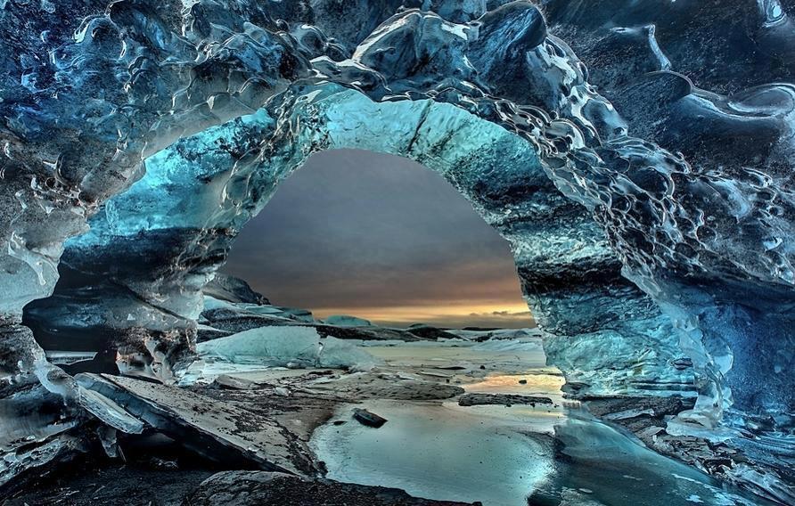 grotta ghiaccio tramonto