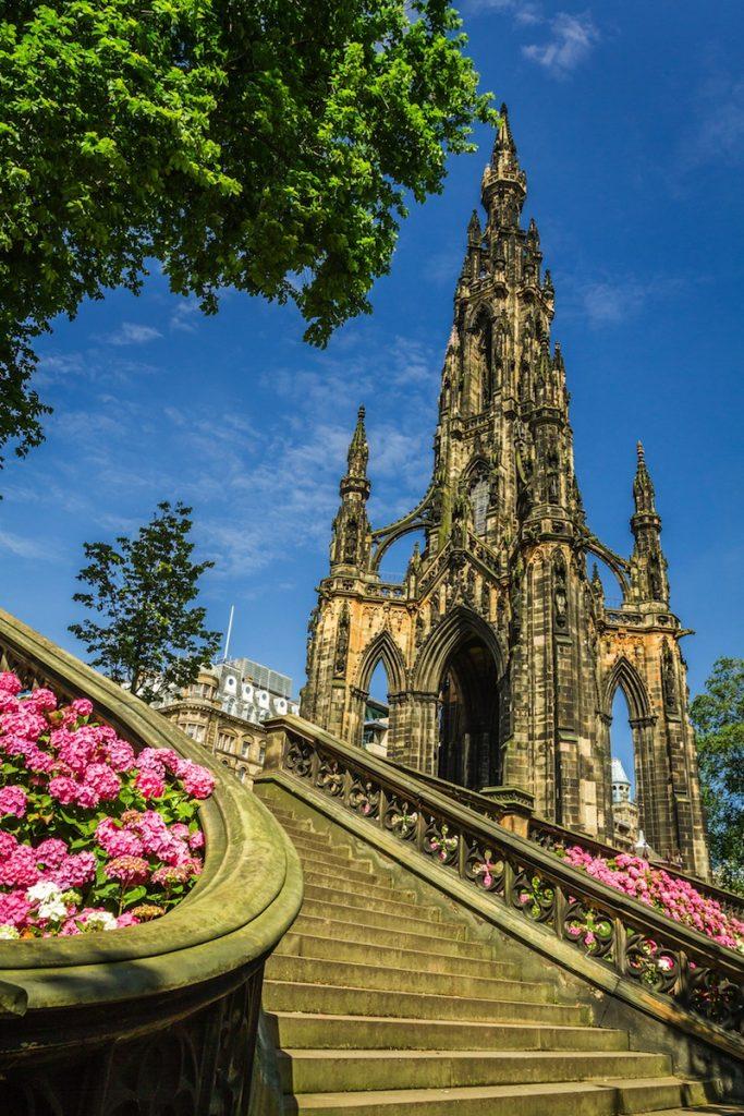 iew of Scott Monument in Edinburgh