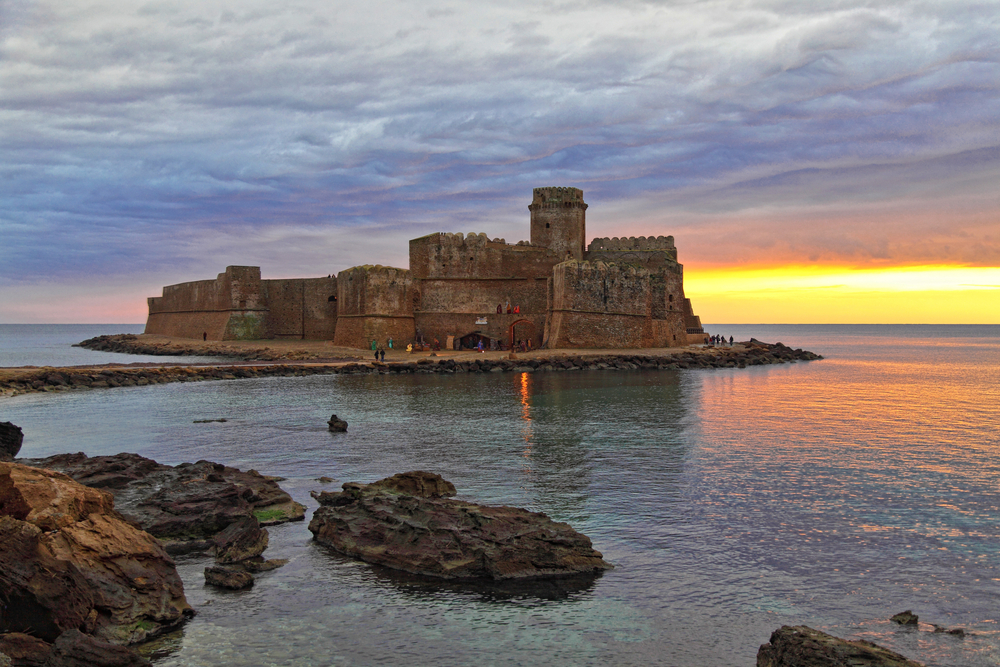 le castella castle at sunset ruin in italy 4