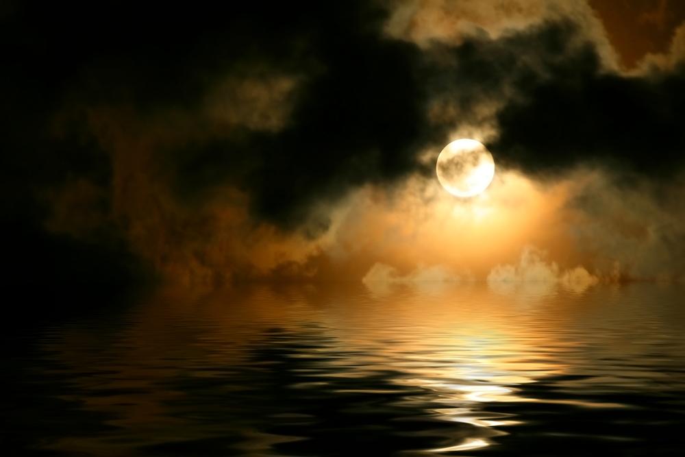 luna nuvole gialle