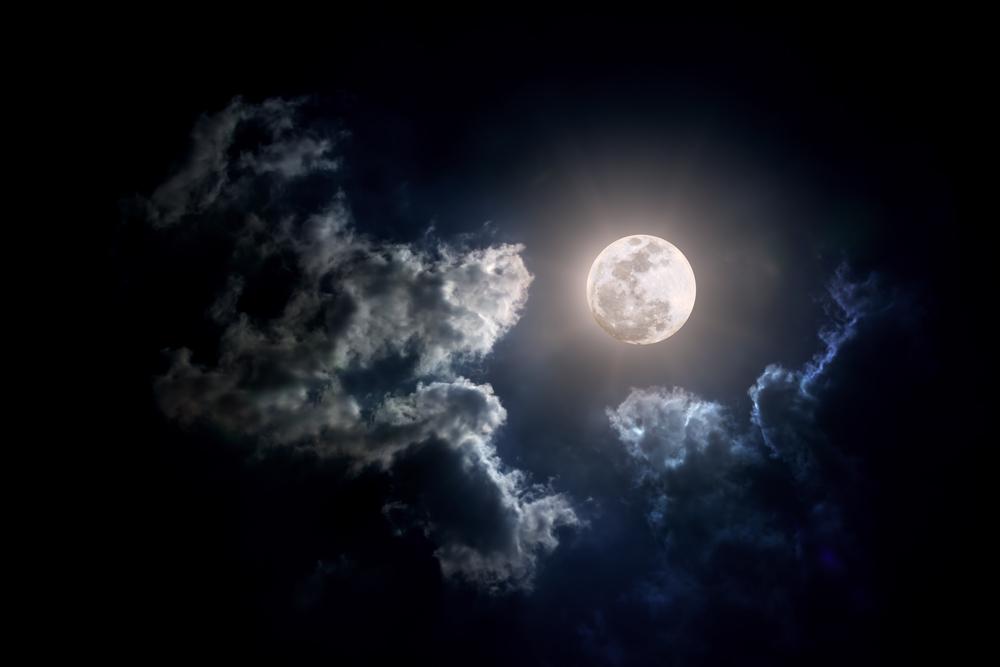 luna nuvole