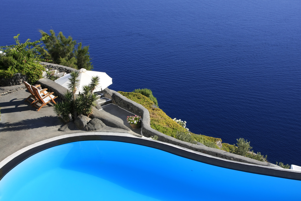 luxurious oceanfront pool madeira