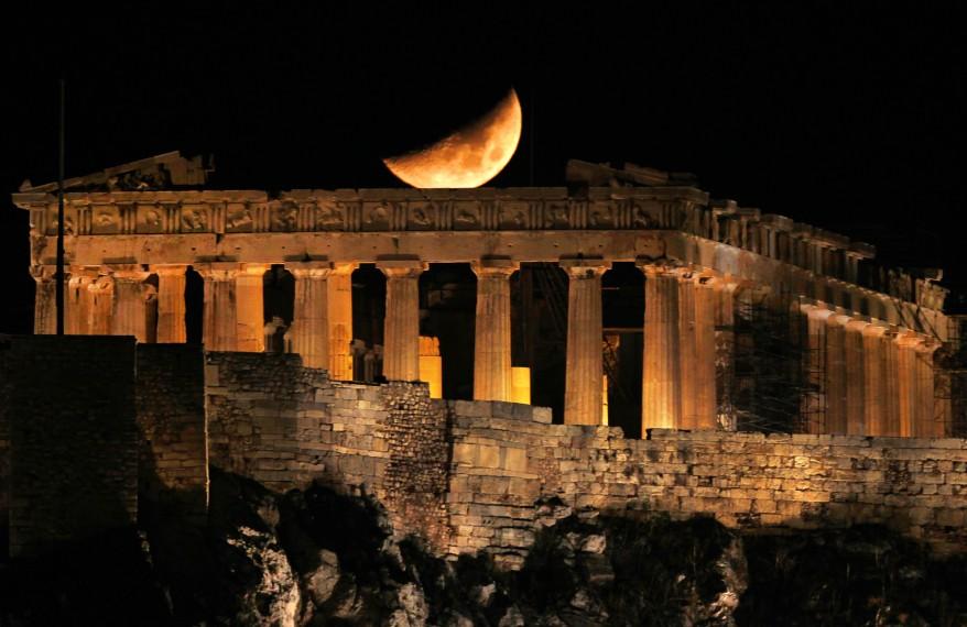 reuters_greece_acropolis_crescent_moon_01Nov11 878x570