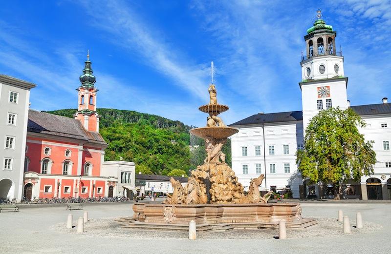 s Residenzbrunnen in Salzburg Salzburger Land Austria
