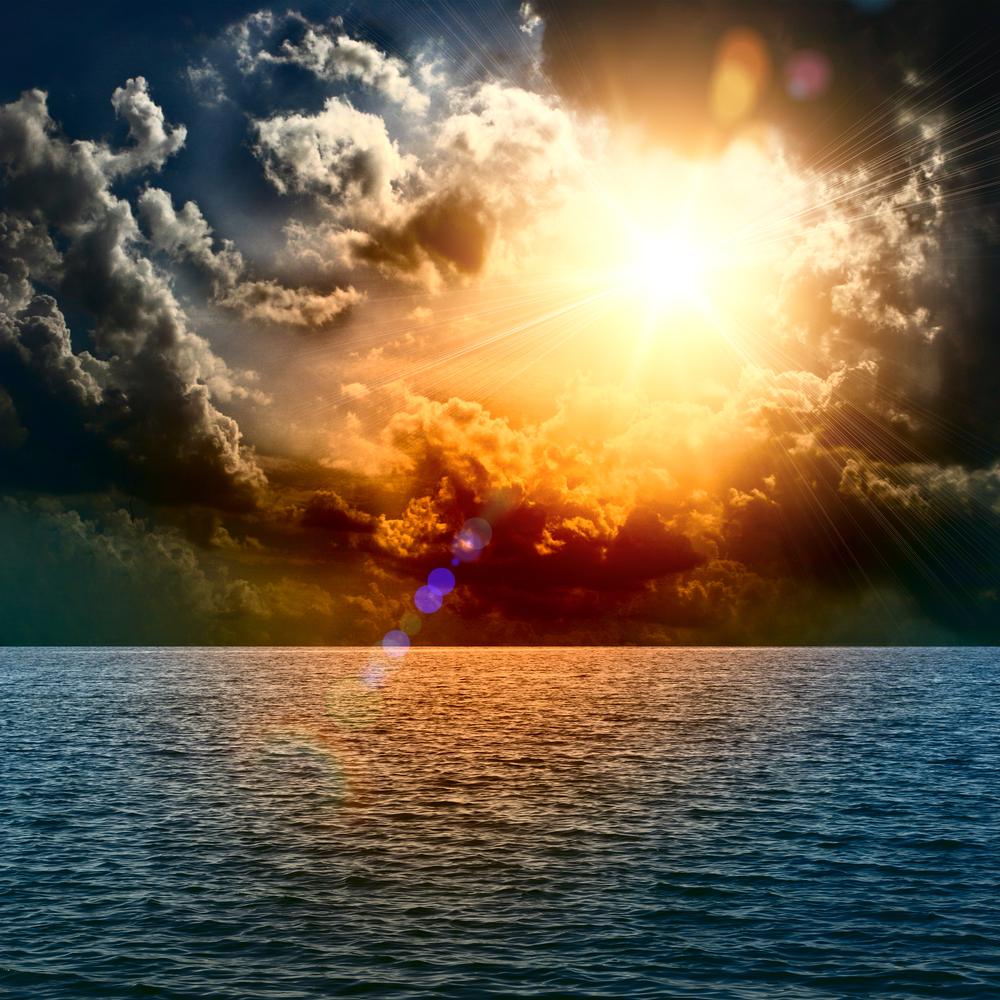 sole che sounta nuvole nere