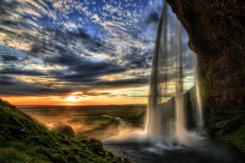 tramonto con acqua