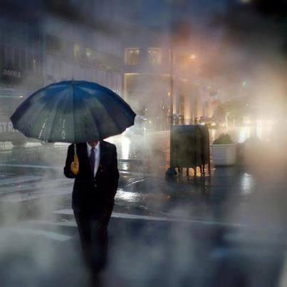 uomo pioggia8
