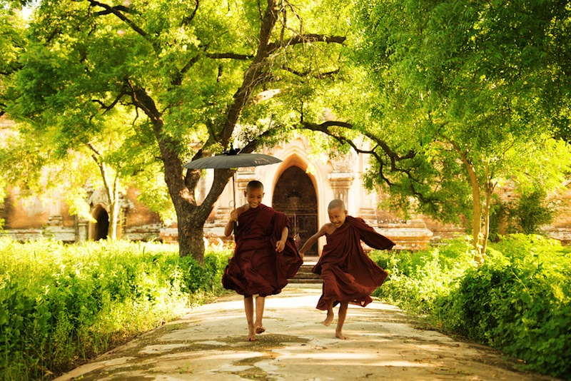wo little monks running